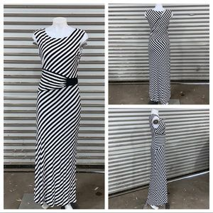 Roz & Ali white and black stripped sleeveless maxi